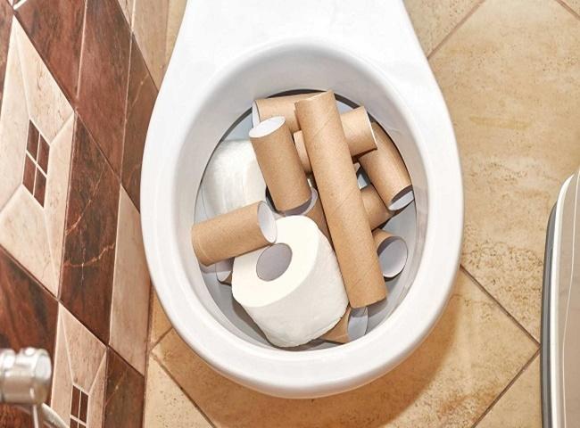 Bồn cầu bị tắc nghẽn do giấy vệ sinh gây ra