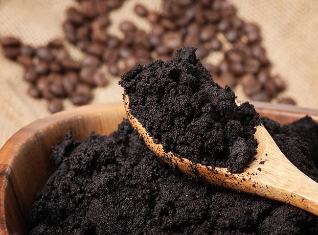 Bã cà phê giúp khử mùi ẩm mốc trong phòng hiệu quả